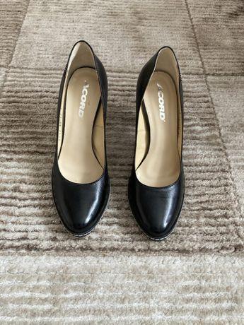Włoskie buty na obcasie 39