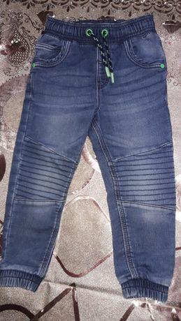 Детские джинсы..