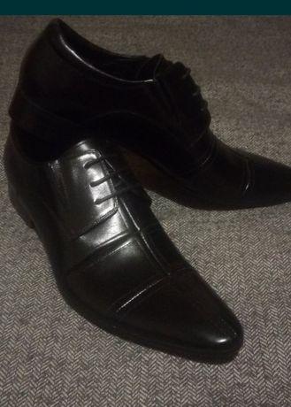 Новые кожаные туфли!40-41рр.(торг)