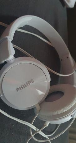 Białe słuchawki philipsa