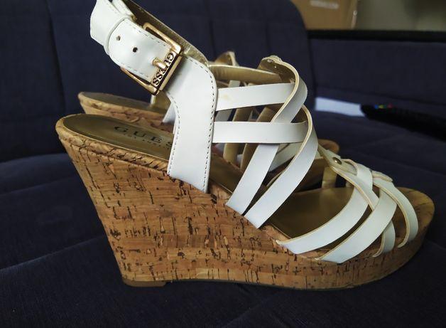 Sandałki buty klapki na koturnie  Guess. Rozmiar 38/39