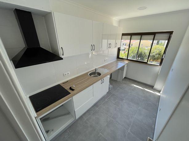 Apartamento T2 - ótima localização - remodelado a estrear