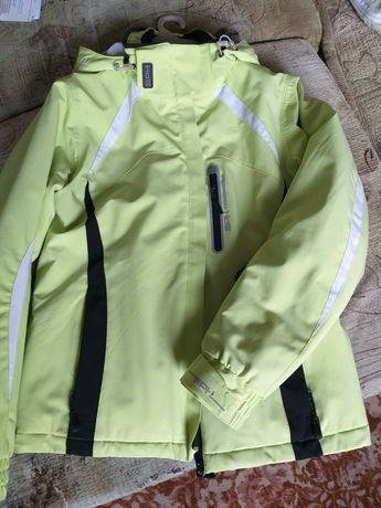 Продается женская спортивная куртка