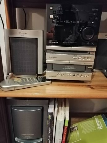 Dois bons aparelhos de música, com colunas . Boas marcas