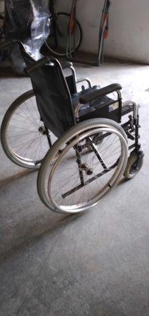 Cadeira de rodas com bacio