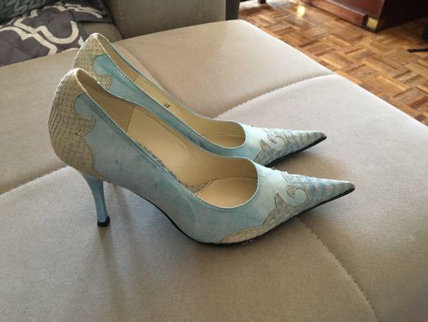 Sapatos em pele azuis