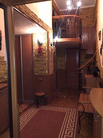 Квартира 2-х комнатная,на Подоле двухуровневая .