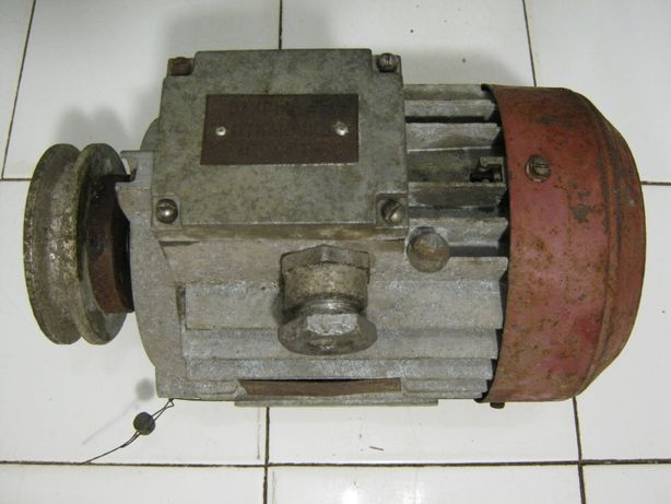 Электродвигатель 380 в. 370 вт.