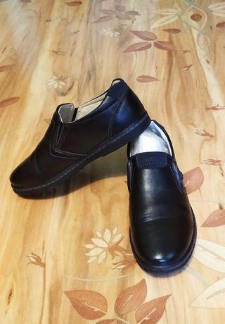 две пары туфель