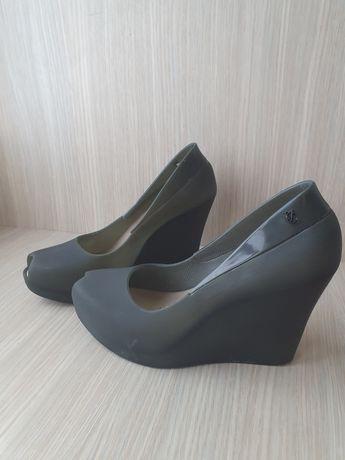 A'la meliski gumowe buty na koturnie czarny mat