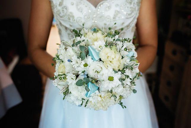 Suknia ślubna MAXIMA BRIDAL 4218 w kolorze białym