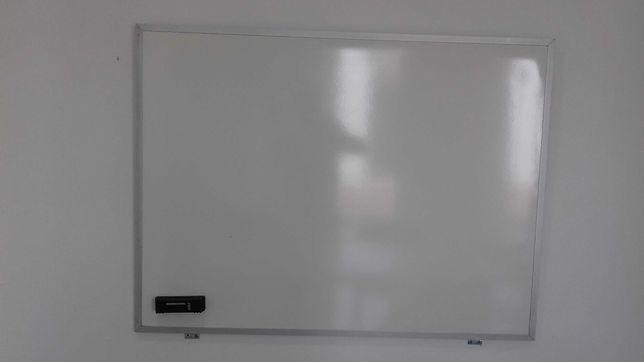quadro branco de metal
