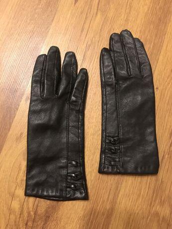 Czarne skórzane rękawiczki szczupłe ocieplane