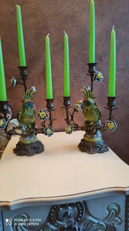 Papugi dwa cudowne stare świeczniki okute brązem