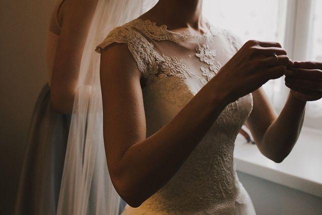 Suknia ślubna r. 34-36 kolor ecru