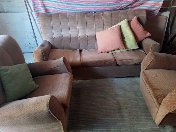 3 sofas aveludados em bom estado