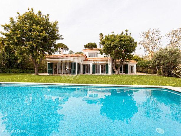 Moradia T3+1 com jardim e piscina, em Alcabideche, Cascais