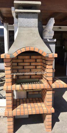Churrasqueira em tijolo com aba
