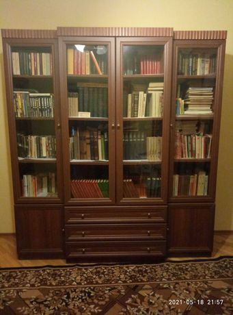 Библиотечный шкаф для книг