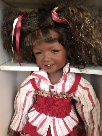 Коллекционная подарочная фарфоровая кукла