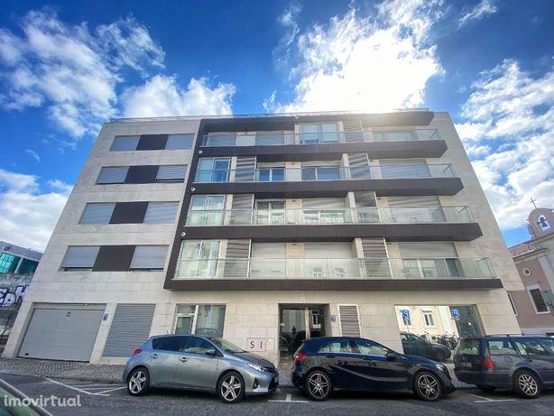 Excelente T2 com terraço e 2 estacionamentos em Campo Pequeno