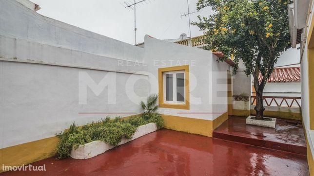 Moradia de res-do-chão com quintal - Centro Histórico Évora
