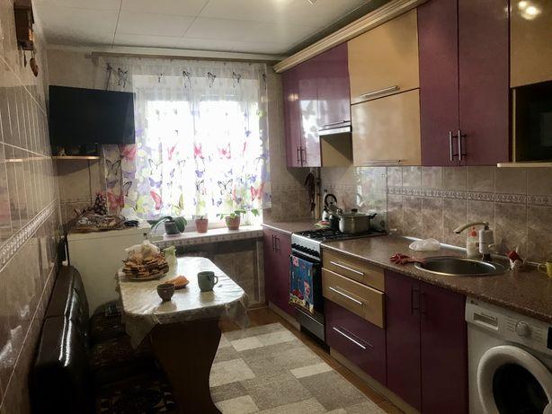Продаю трехкомнатную квартиру по улице Олега Ольжича