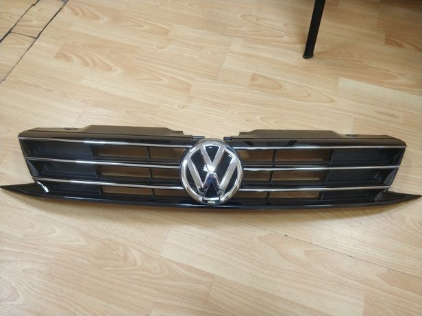Решетка центральная с эмблемой Volkswagen Jetta mk6