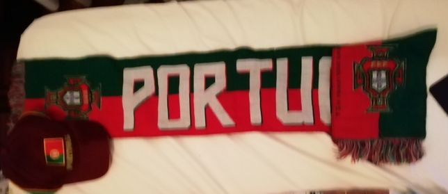 Cachecol e boné de Portugal