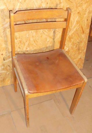 Krzesła PRL tapicerowane materiałem skóropodobnym