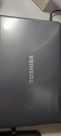 Laptop Toshiba ciemny