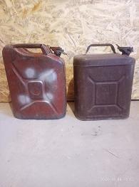 канистры 20 литровые металлические Осталось две - метал