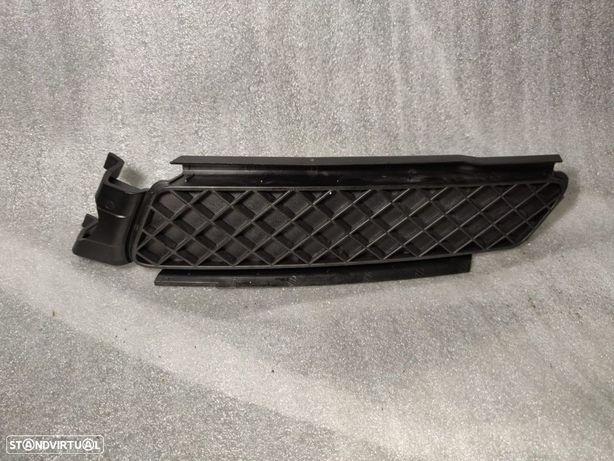 Grelha Esquerda Inferior Parachoques BMW Serie 1 E82 E88 7166607 51117166607