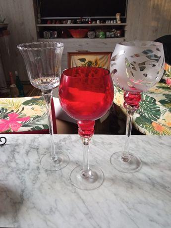 trzy szklane świeczniki