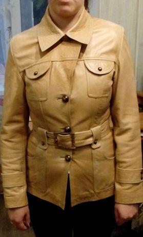Отдам кожаную женскую куртку весна - осень