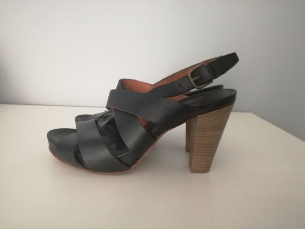 Skórzane sandałki na obcasie, rozmiar 38