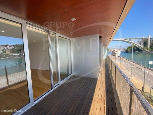 Apartamento T2 novo com duas suites junto ao Douro