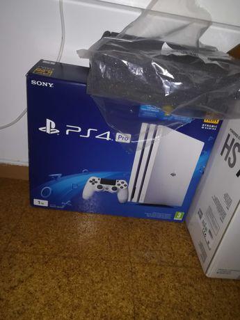 PS4 PRO 1TB Glacier white