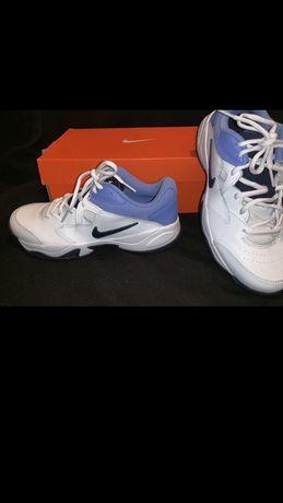 Nike женские кроссовки . Заказывались с США