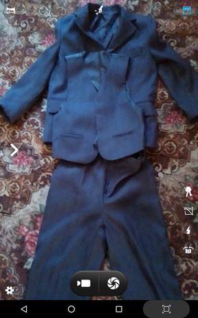 Школьный костюм тройка.