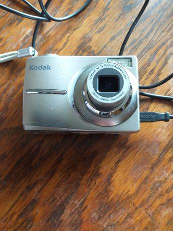 Mam Kodaka z początku 2000 roku z zblokowanym  obiektywem na części