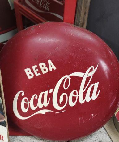 Coca cola. Botão.