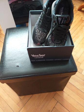 Nowe buty girmy Young Spirit London
