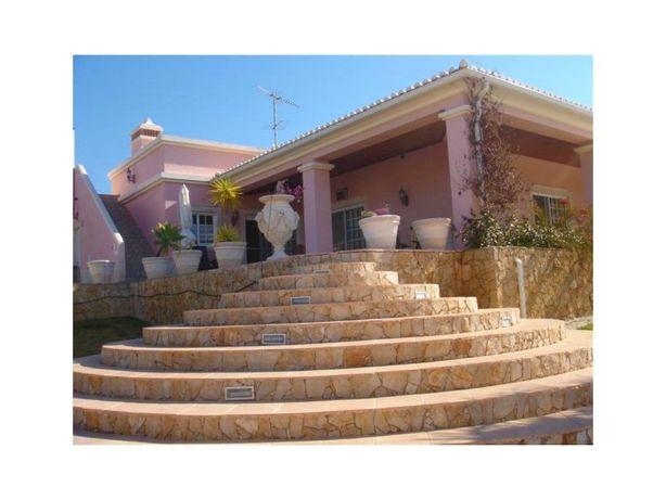 Moradia com piscina perto da praia no Algarve