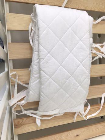 Ochraniacz biały na łóżeczko o wymiarach 140x70