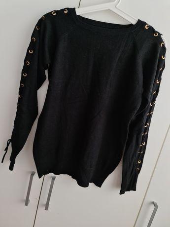 Czarny sweterek z wiązanymi rękawami