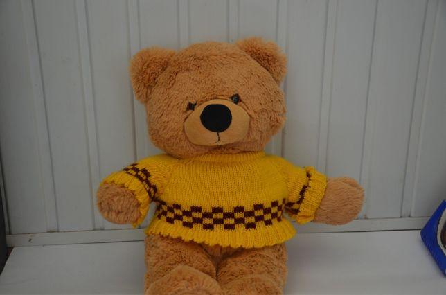 Плюшевый медведь в свитере