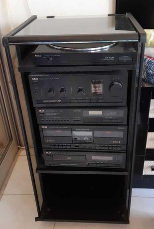 AKAI aparelhagem akai    Sem colunas  e sem correia de gira-discos.