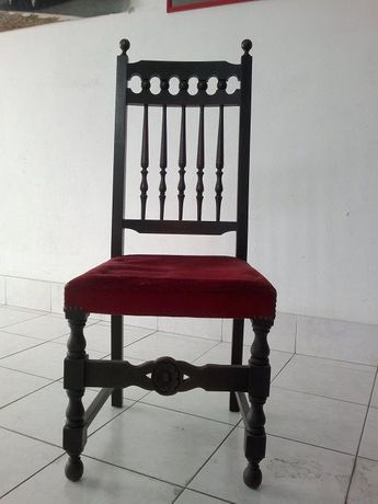 Candeeiros e cadeira