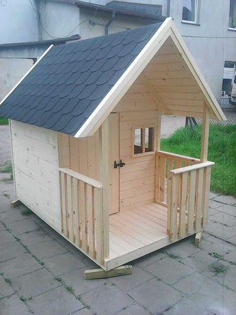 Drewniany domek dla dzieci.